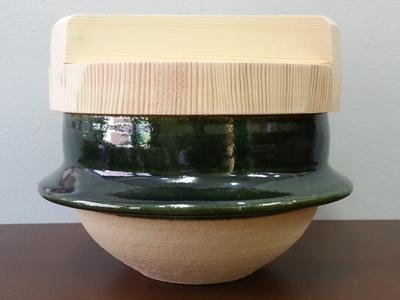 ご飯を炊くためのお釜 <br>Rice cooker